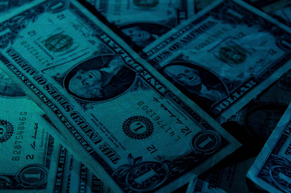 Нацбанк снял ограничение на выдачу валюты