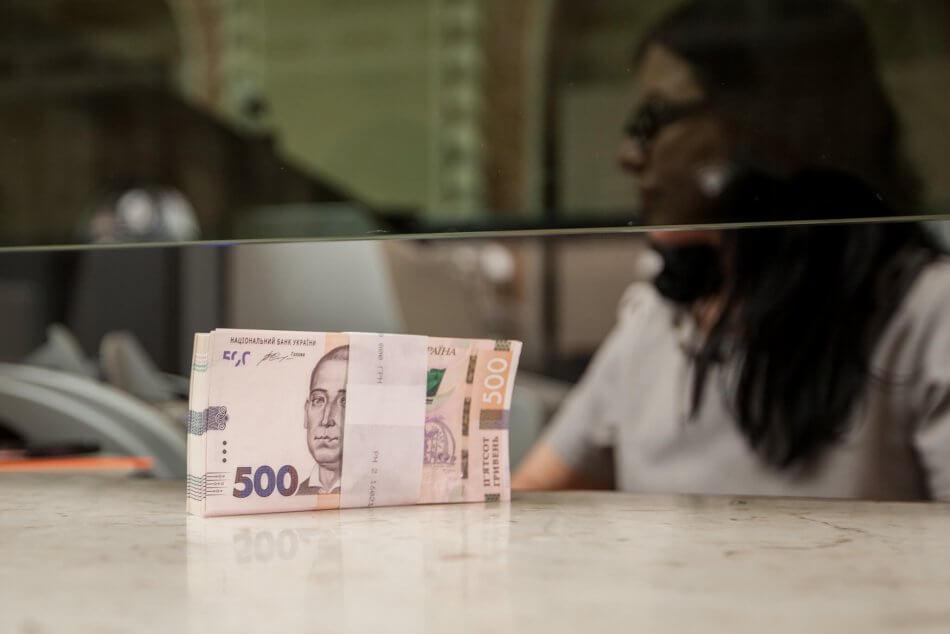 Правительство повысит минимальную зарплату