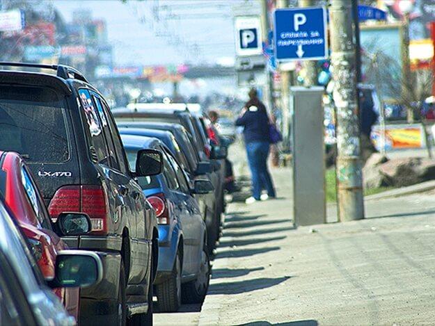 Приватбанк запустил сервис бесконтактной оплаты парковки в Киеве