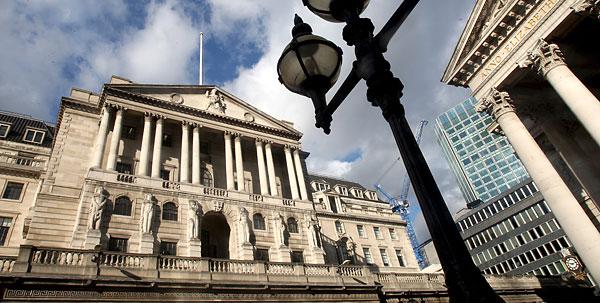 Британский центробанк поднял ставку впервые за 10 лет