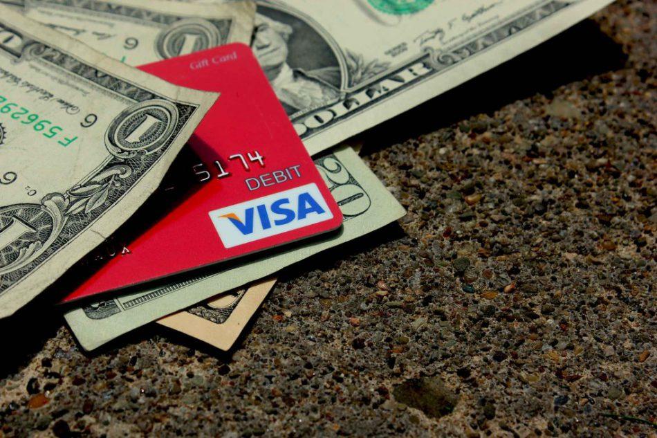 Що вигідніше: кредитна карта або кредит готівкою