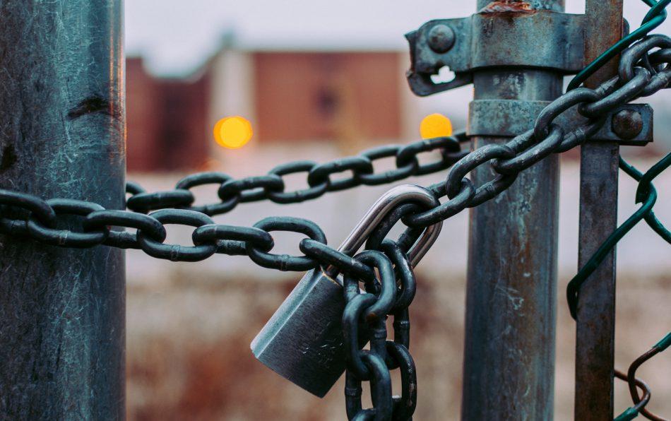 Российский банк сокращает сеть отделений в Украине